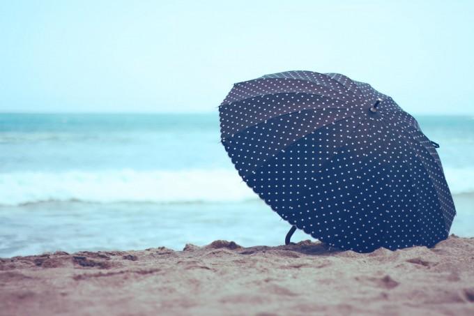 浮気をしている彼女が傘だけを置いていなくなった。