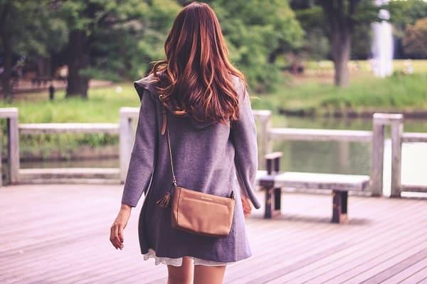 好きだから離れる女性の後ろ姿。片思いの好きな人を諦めると決めた。