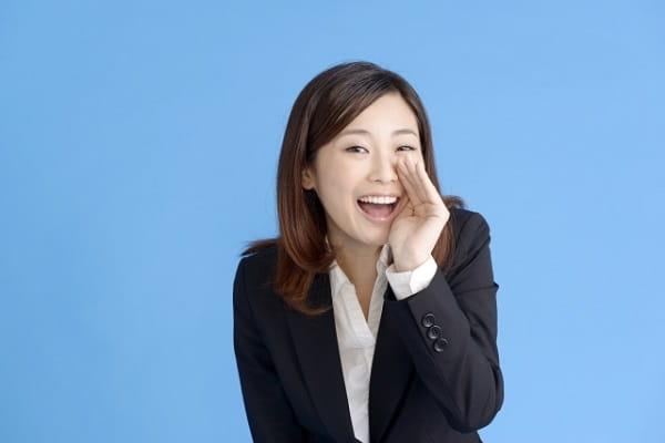 男性に「何食べたい?」と聞かれた時のベストな答え方を教える女性の画像。
