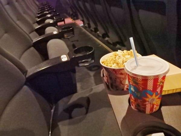 楽しいデートができる映画デートのシーン。