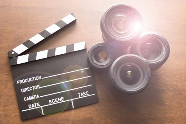 映画デートで選ぶべき映画のジャンルをイメージした「映画グッツ」の画像。